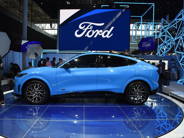 На Пекинском автосалоне был официально представлен Ford Mustang Mach-E