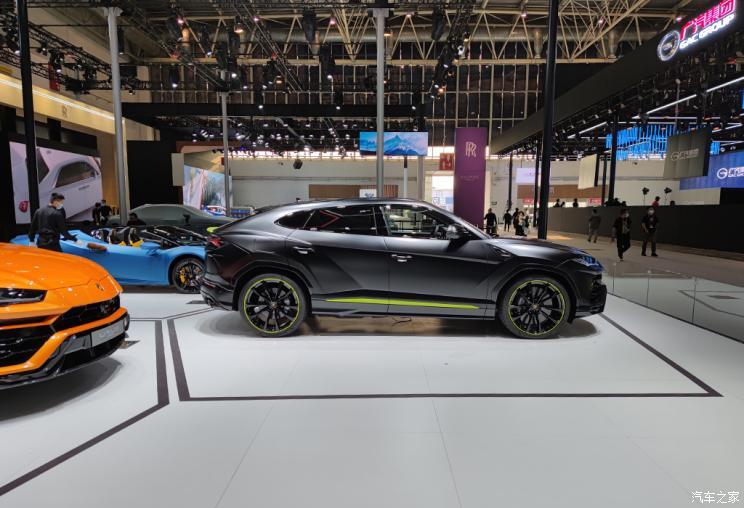 Спецверсія люксового кросовера Lamborghini Urus Graphite Capsule презентована в Пекіні