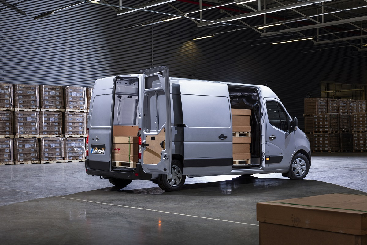Коммерческая линейка Opel укомплектована – самый крупный коммерческий фургон Бренда Movano уже едет в Украину