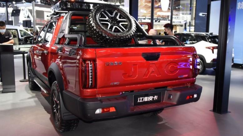 На автосалоне в Пекине представили пикап JAC T9