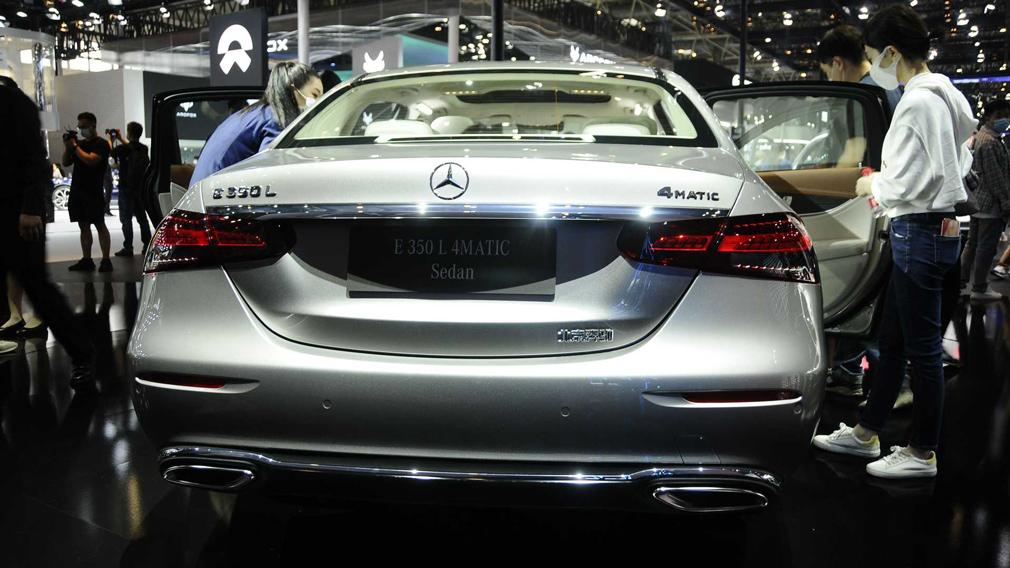 Mercedes-Benz представив на Пекінському автосалоні оновлений E-Class з подовженою базою