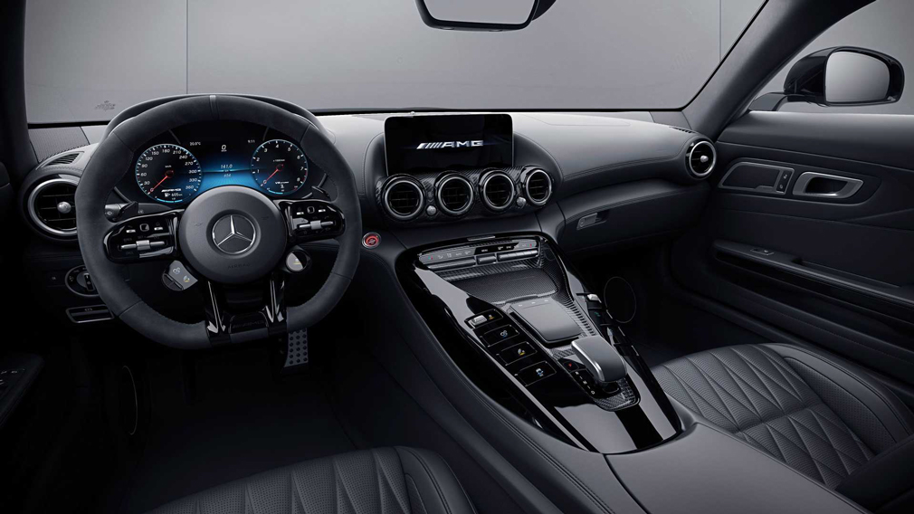 Компания Mercedes-Benz представила обновлённую базовую модификацию спорткара AMG GT