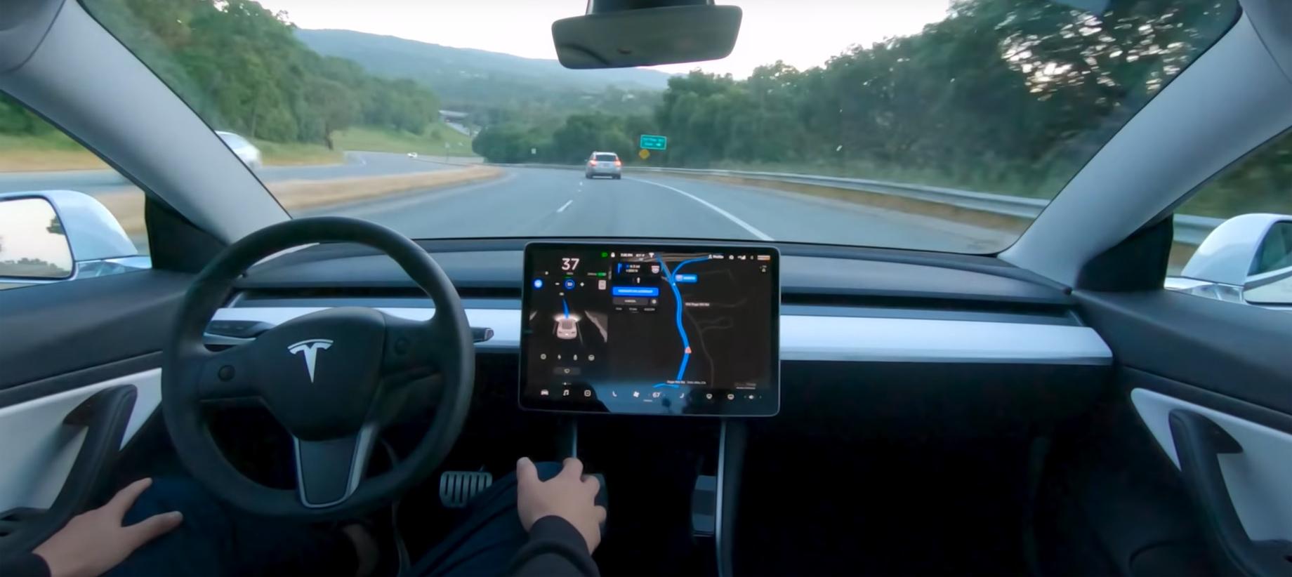 Tesla обещает доработать автопилот FSD до конца года