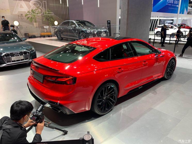 Audi официально представила новую модель RS5 Sportback