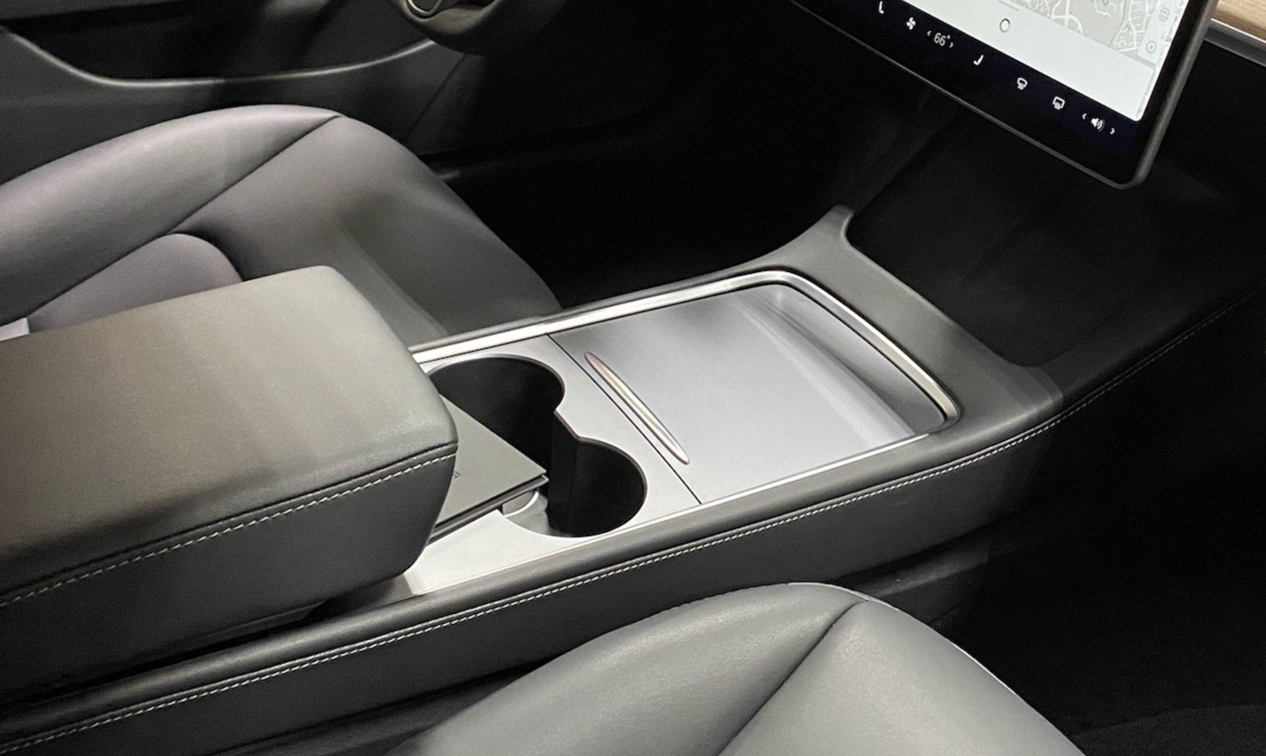 Теперь записи с камер наружного наблюдения будут заперты в бардачке Tesla Model 3