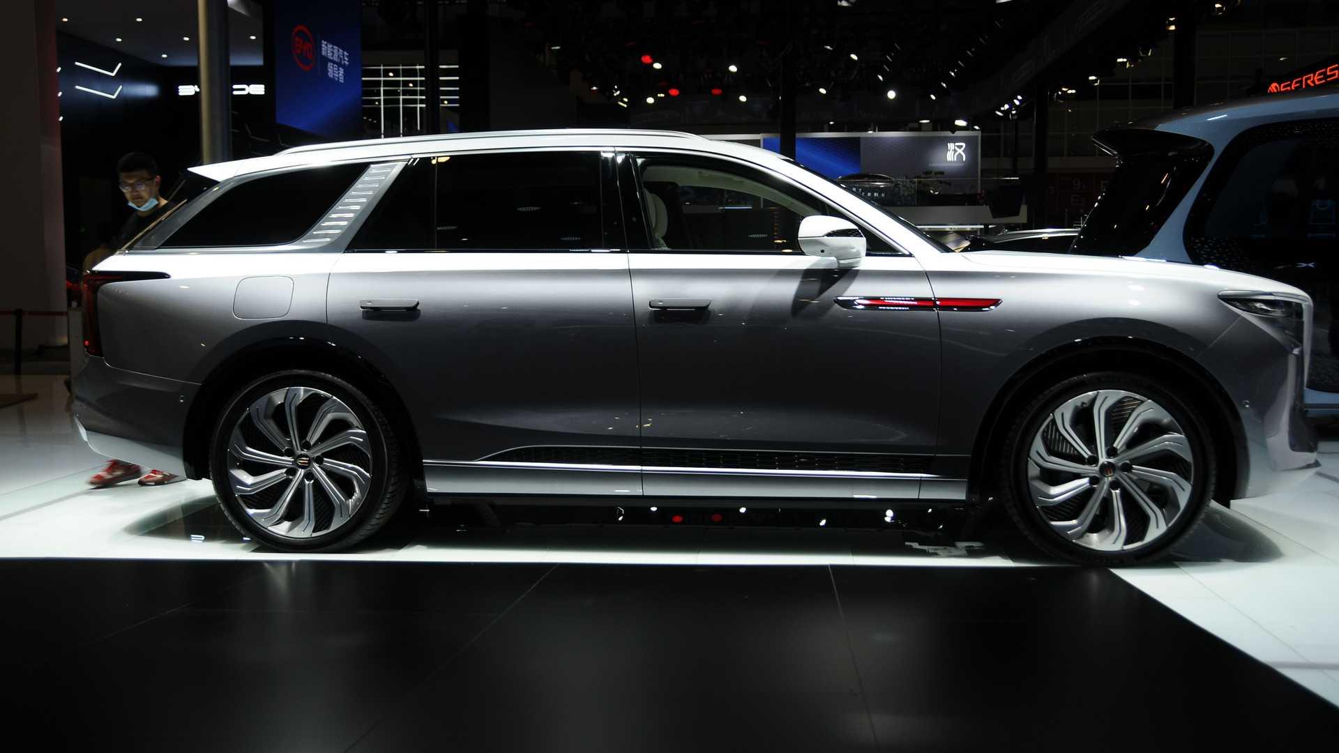 В Пекіні презентували кросовер Hongqi схожий на Rolls-Royce Cullinan