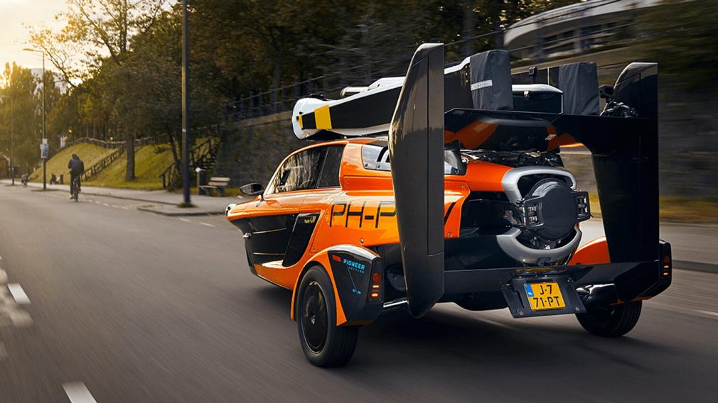 Голландская компания PAL-V представила летающий автомобиль