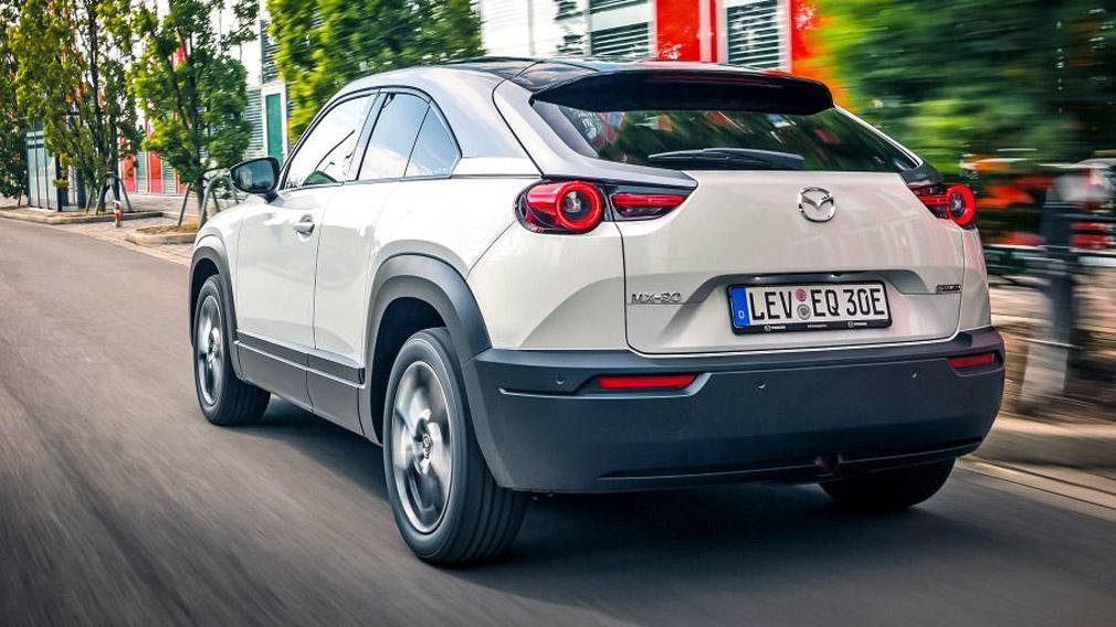 В Японии стартовали продажи нового кроссовера Mazda MX-30