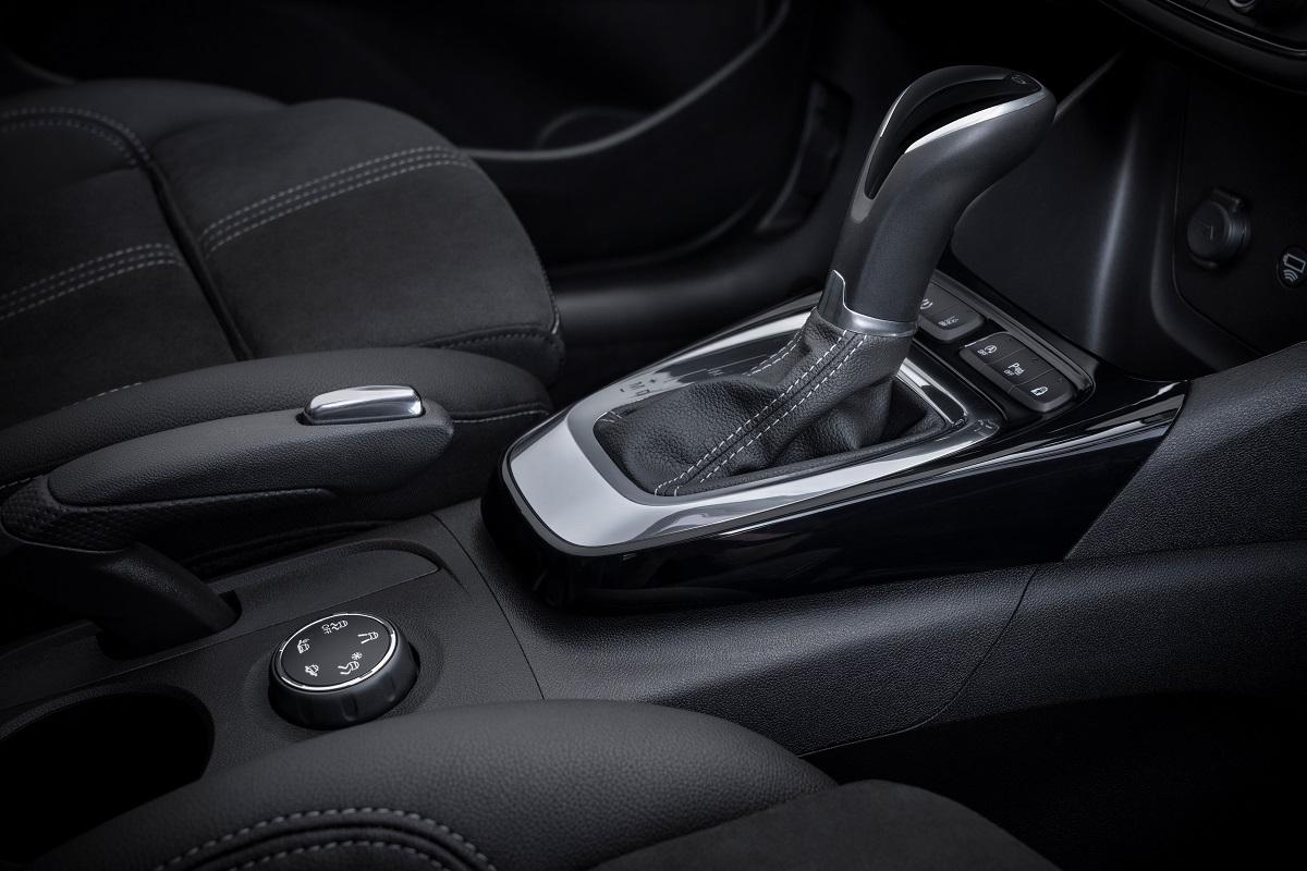 Opel Crossland 2021 модельного года получает новое фирменное лицо Бренда