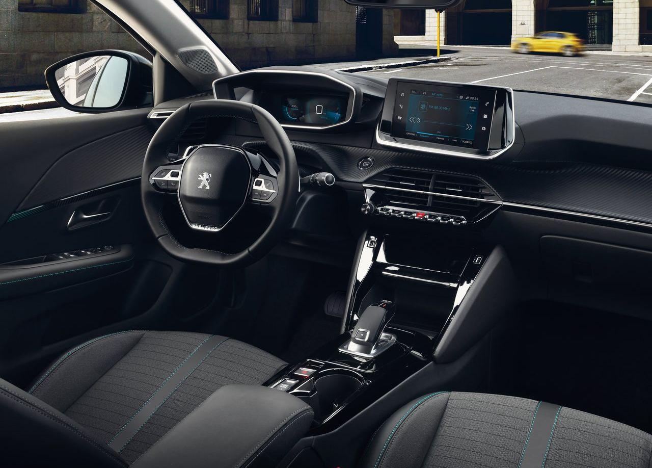 Нові перемоги для Peugeot e-208: титул «Кращий компактний електромобіль року» від видання What Car?