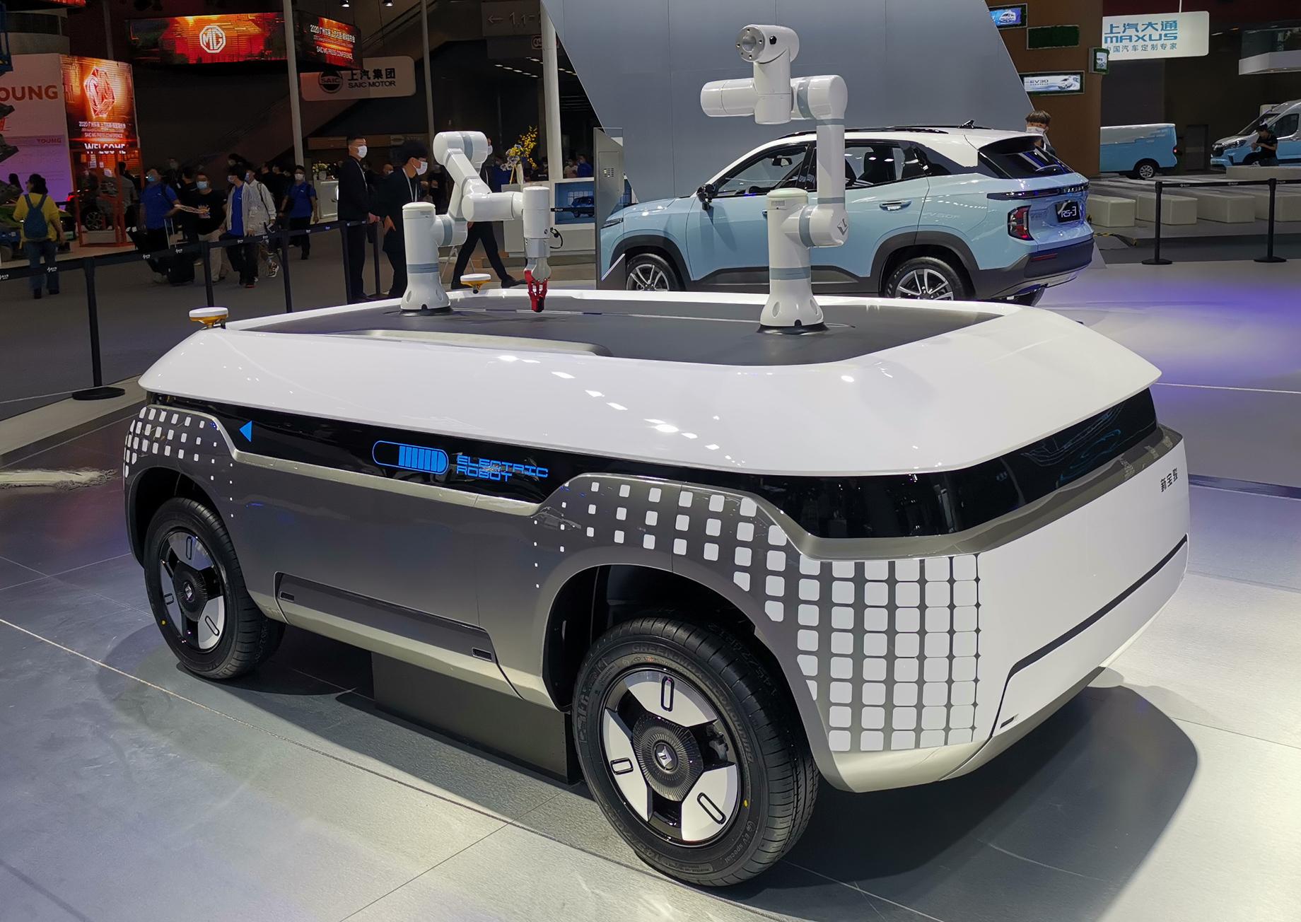 На автошоу в Гуанчжоу презентовали тележки-роботы Baojun Smart Cube