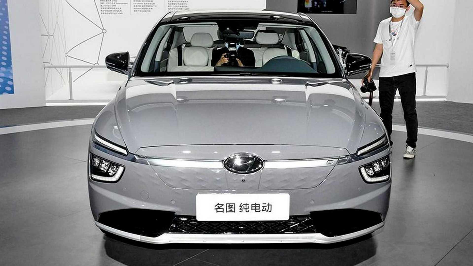 На автосалоне в Гуанчжоу Hyundai презентовала электрический седан