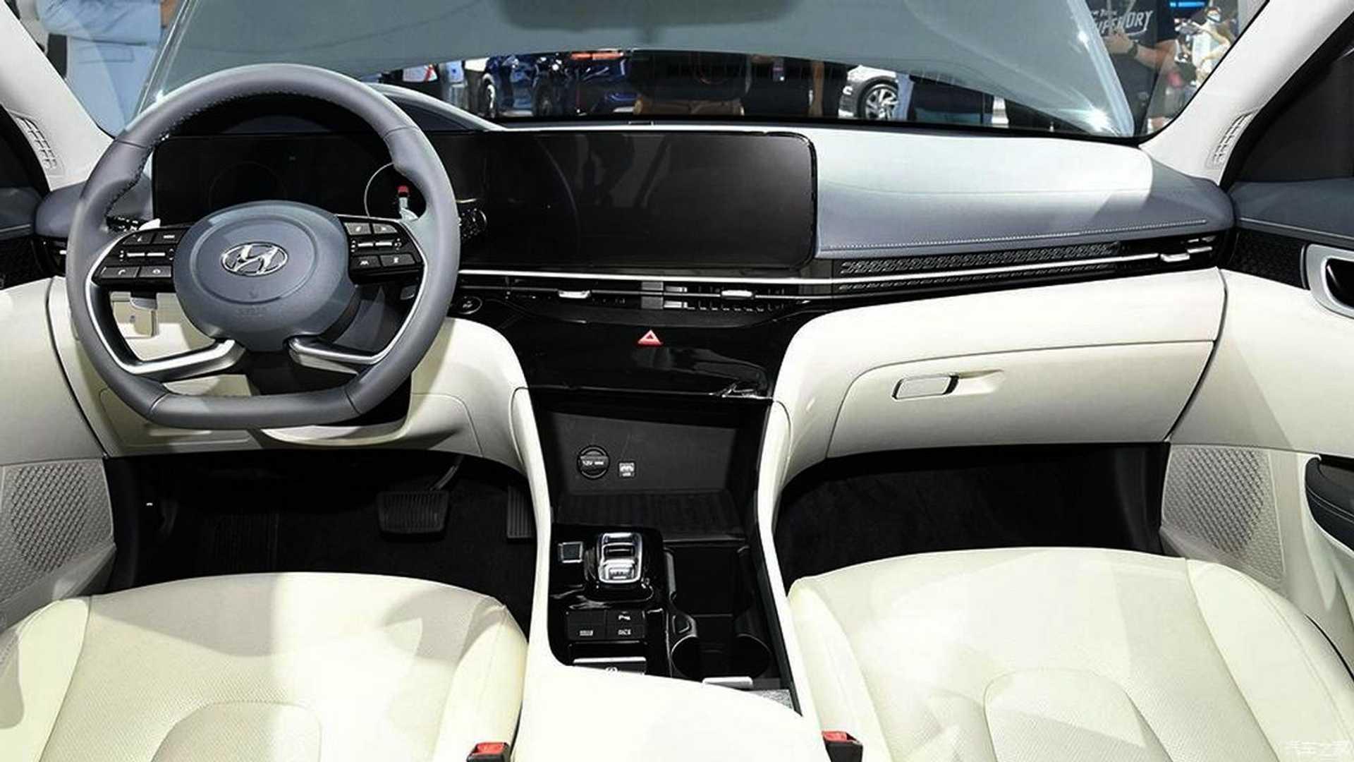 На автосалоні в Гуанчжоу Hyundai презентував електричний седан