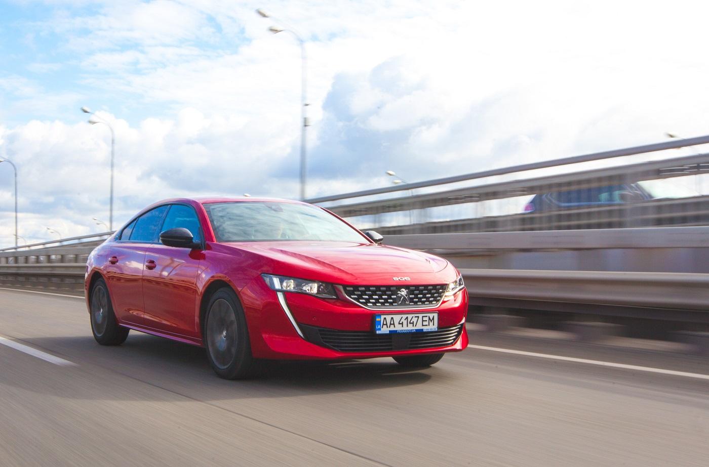 Peugeot 508 пропонує максимальні 215 конячок з новим бензиновим двигуном