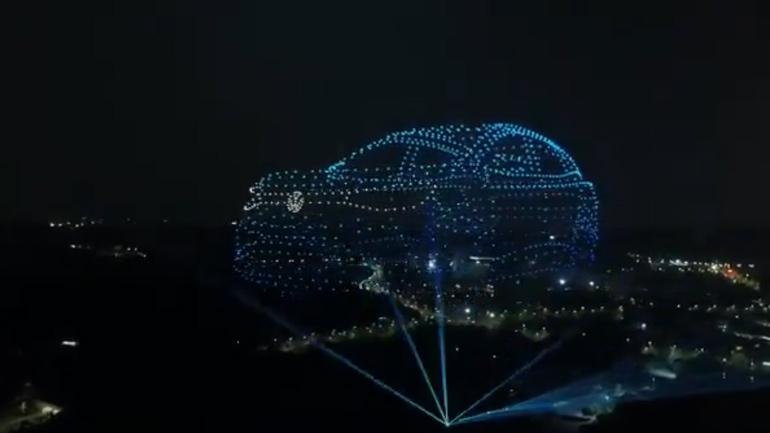 Volkswagen показав свій новий електрокар за допомогою 2 000 дронів