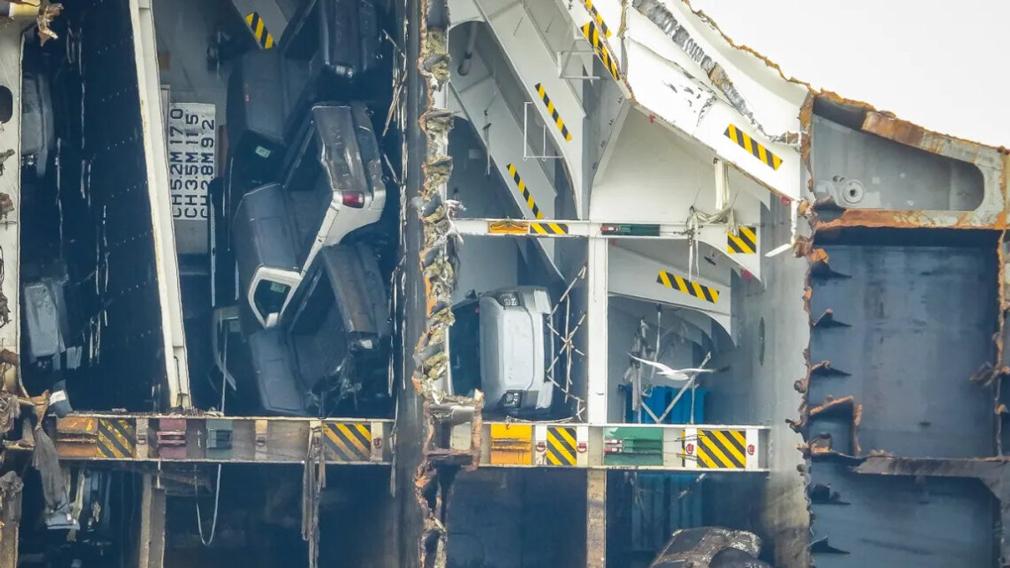 Автовоз затонув біля берегів США через важкі кросоверів Kia Telluride