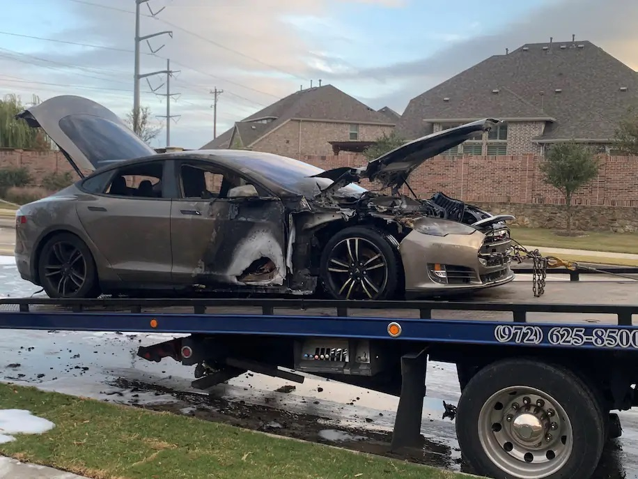 Очередная Tesla увеличила количество случаев возгорания подержанных электромобилей