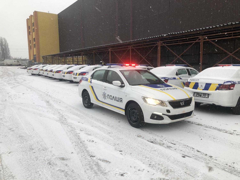 Національна поліція України отримала нові седани