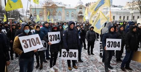 """Нардепи прийняли в першому читанні законопроекти щодо розмитнення """"євроблях"""""""