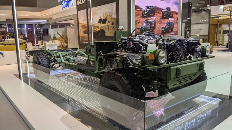 Kia представила легкую военную машину на выставке в Абу-Даби