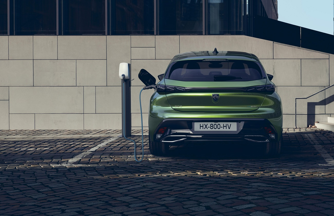 Peugeot представив новий потужний Plug-In гібрид
