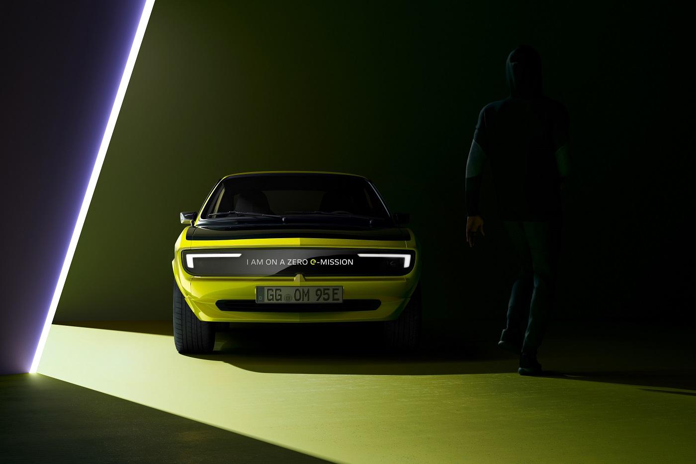 Легендарна Opel Manta повертається – зустрічайте електричне спорткупе в стилі ретро