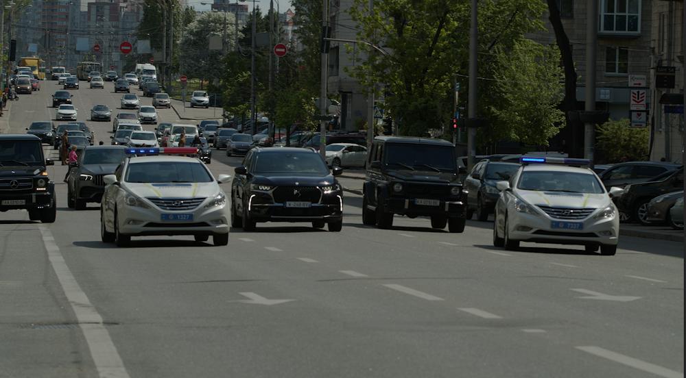 «Президентский кортеж» во главе с премиальным DS 7 Crossback на улицах Киева