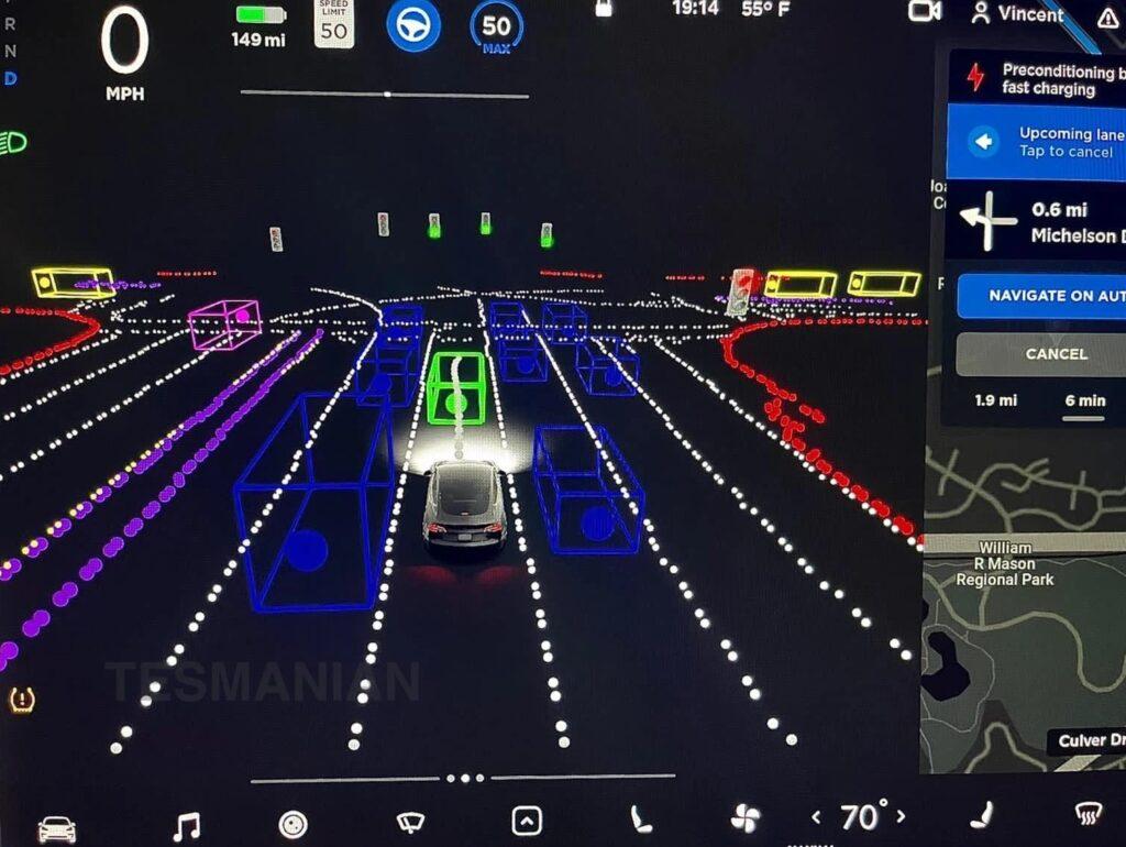 Регулирующие органы проверяют заявления Tesla о возможности беспилотного вождения