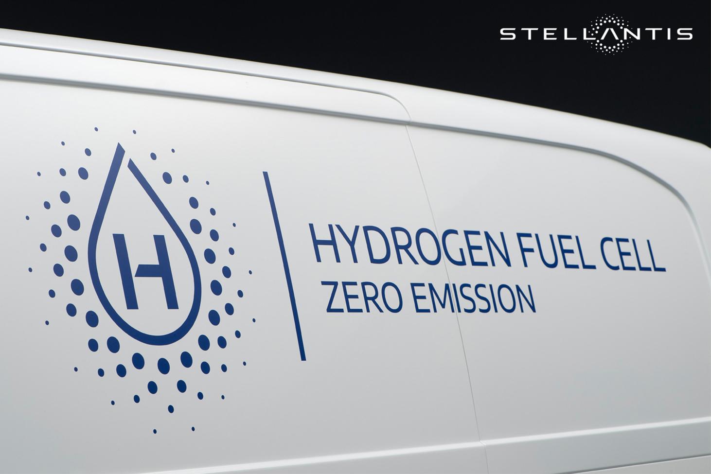 Основа в Vivaro-e – топливные элементы в моторном отсеке, баки с водородом вместо аккумулятора