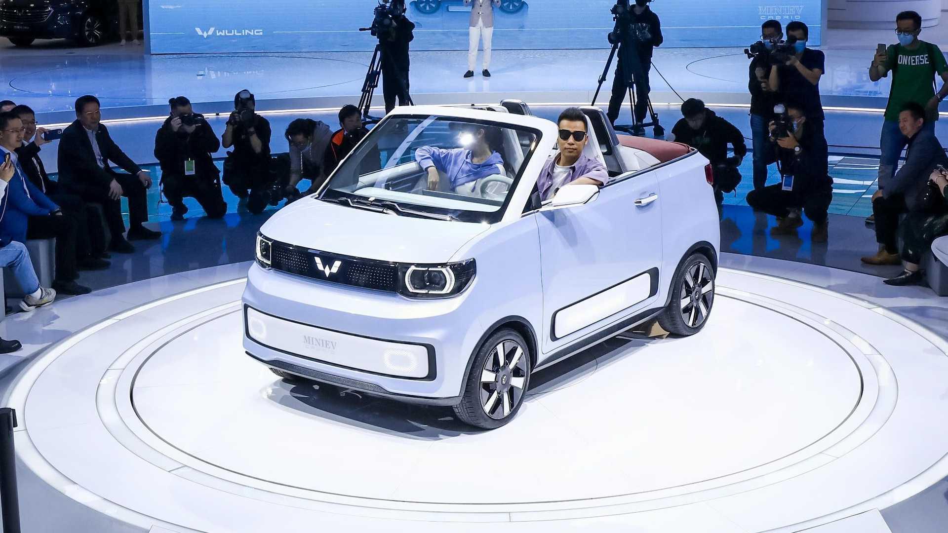 «Вбивця» Tesla за 4,5 тисячі доларів. Чому HongGuang Mini EV такий дешевий
