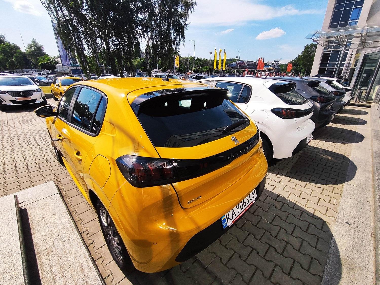 Новый PEUGEOT 208 в Украине: на старте карьеры – уже есть первая успешная корпоративная продажа