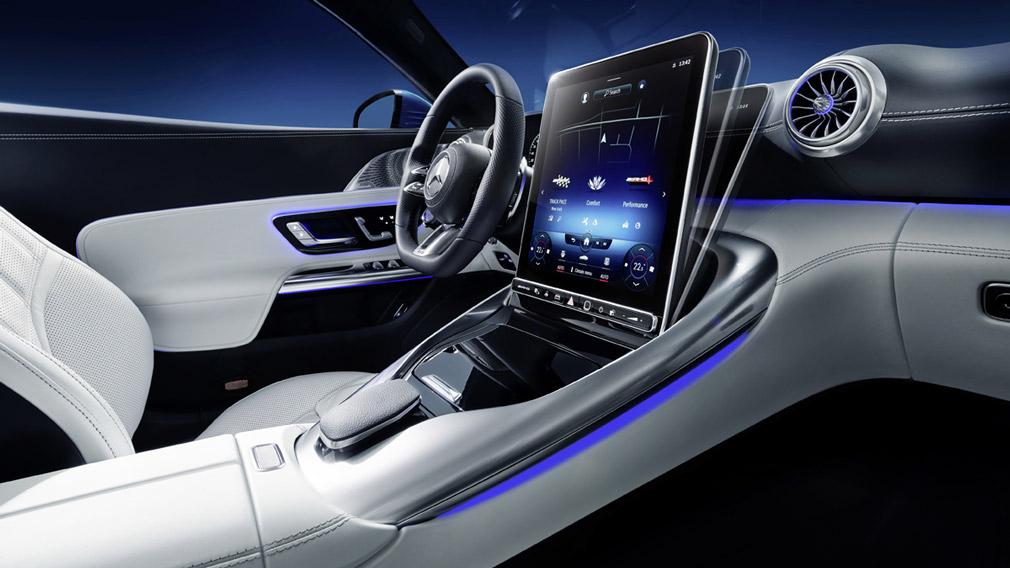 Компания Mercedes-Benz показала салон ещё не представленного кабриолета AMG SL