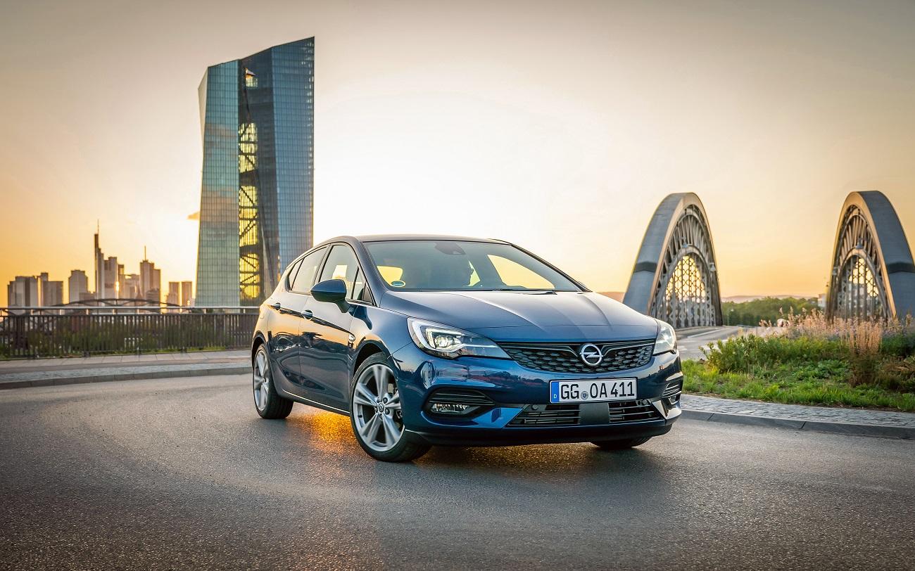 Ювілей Opel Astra: 30 років бестселеру і амбасадору змін європейського С-класу